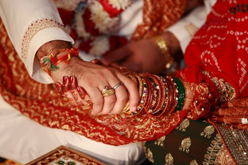 Wedding Gifts For Kerala Bride : Khushboo then asked Omveer to dial a number on her phone at which he ...