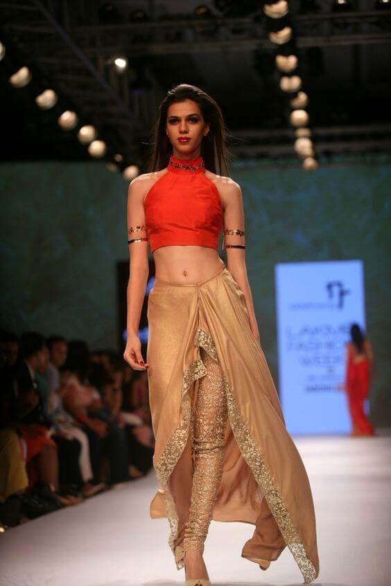 VagabombPicks 30 Mehendi Outfits For The Elegant Indian Bride
