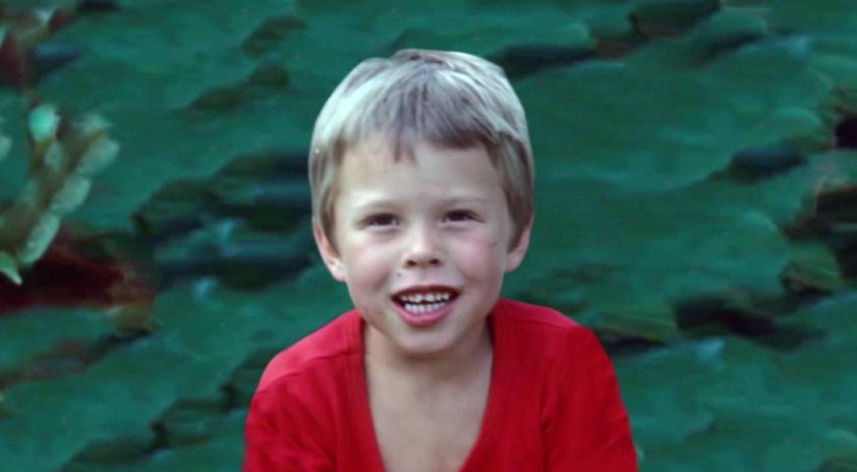 https://www.scoopwhoop.com/Elon-Musk/#.9uz25k558 eronmusk childhood