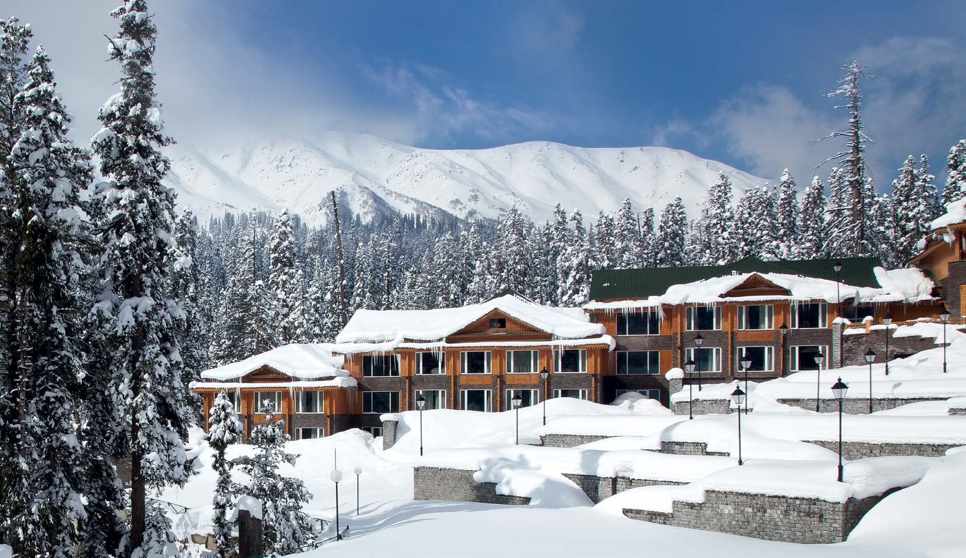 these stunning photographs show how kashmir turns into a. Black Bedroom Furniture Sets. Home Design Ideas