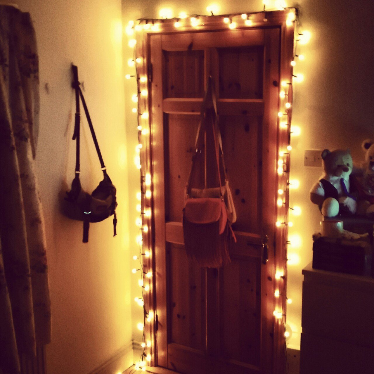 40 Pictures That Prove Fairy Lights Make The World A