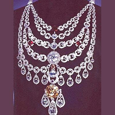78adb2823e0c1b 9 Precious Pieces Of Jewellery Worn By Indian Royal Families Through ...
