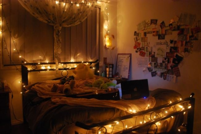 Perfect You Can Also Wrap The Lights Around The Frame Of The Bed. Amazing Ideas