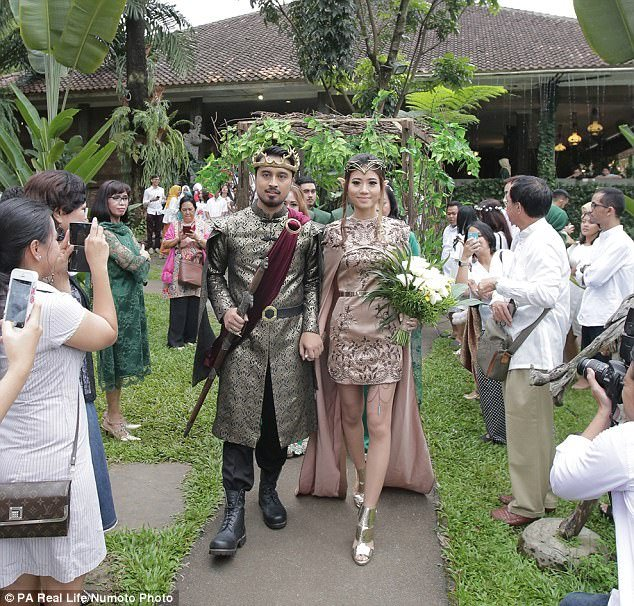 This Couple Had A Game Of Thrones Themed Wedding It Looks Like A