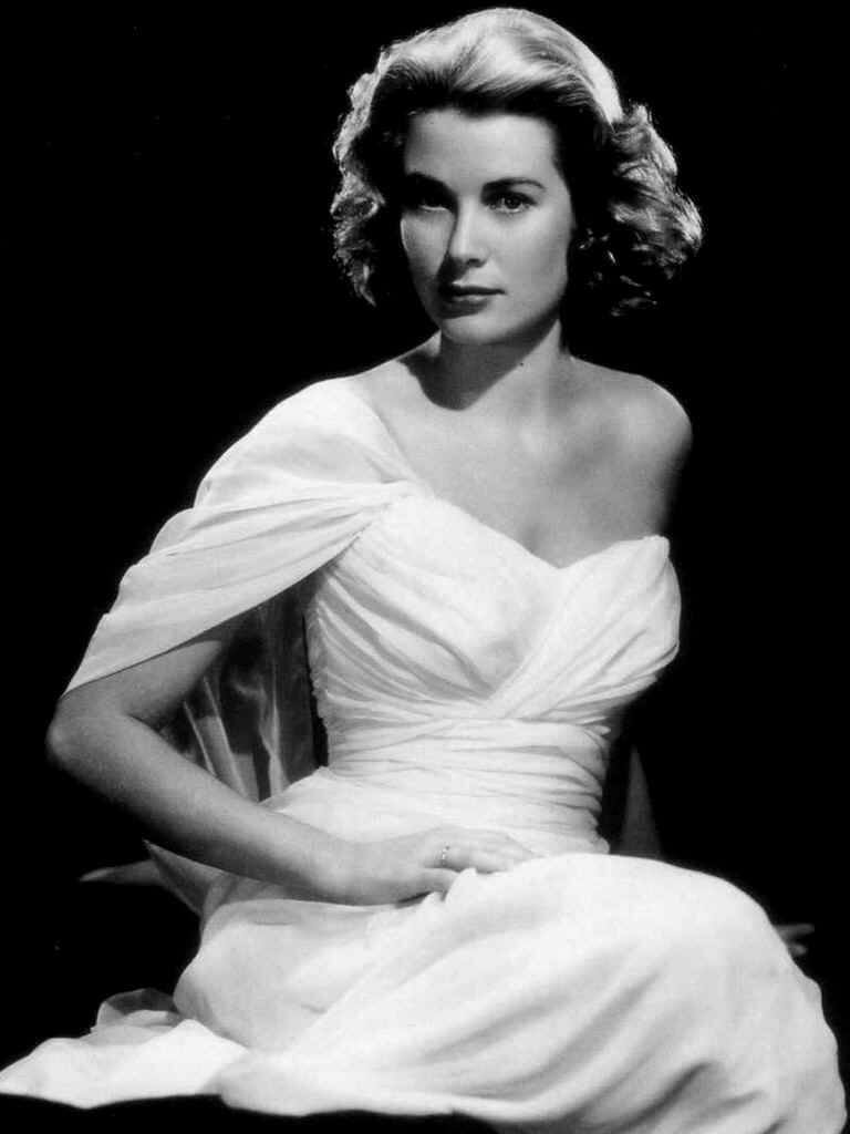 10 Famous Style Habits Which Made Grace Kelly an Eternal Fashion Icon 9bd64d547