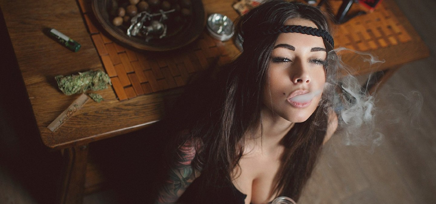 naked girls smoke good weed
