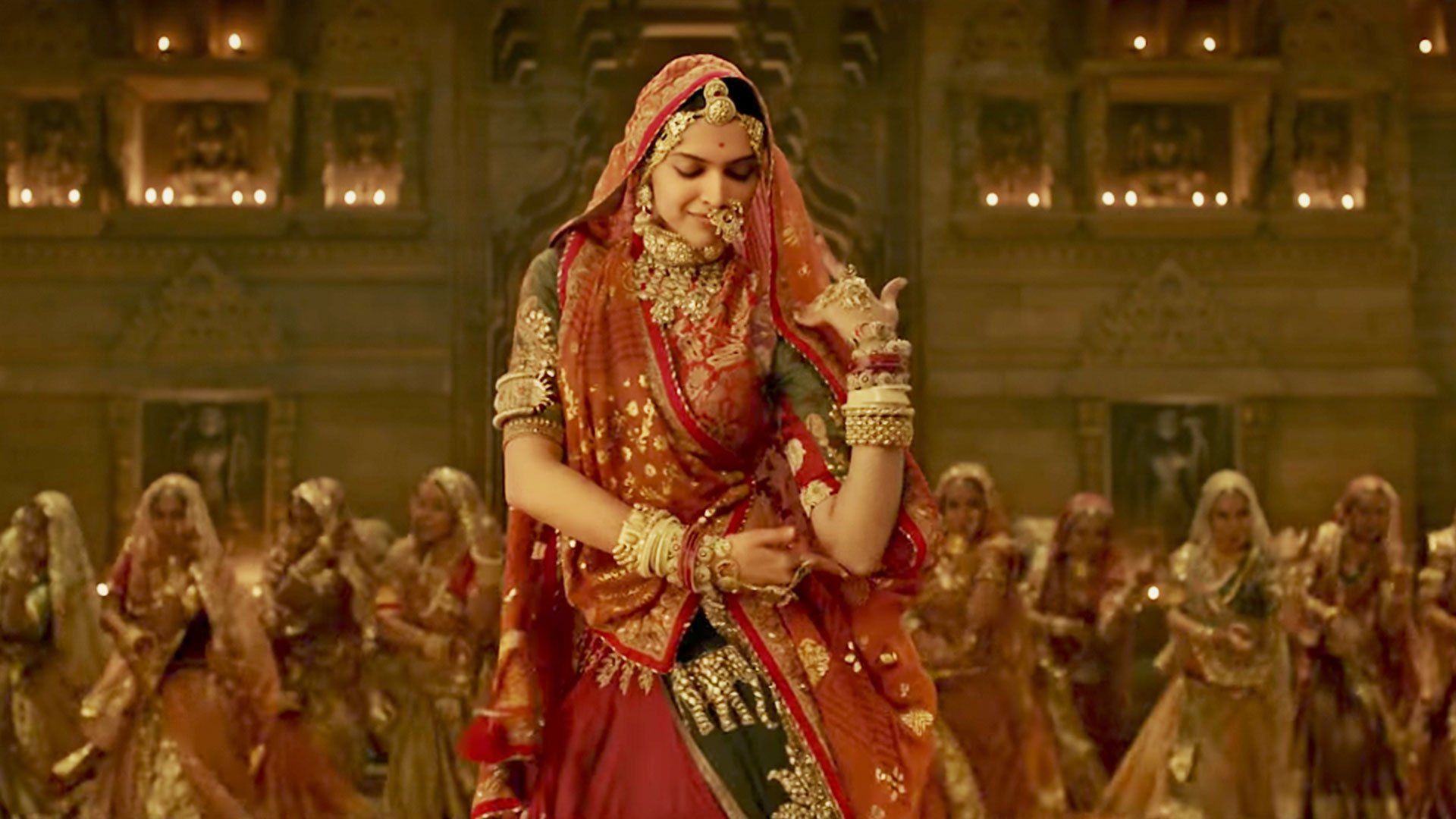 Deepika Gets A 'Sanskari' Midriff Post VFX In Ghoomar ...