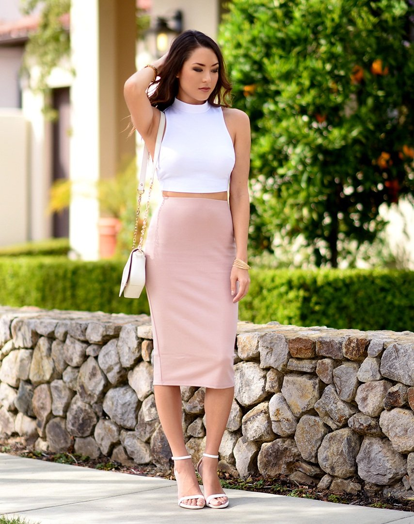 1f21c46895 You can never go wrong with a crop top and pencil skirt. Source  glamradar .com