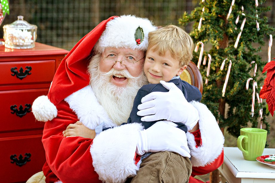 This Kid Confused A Muslim Man For Santa Claus & The Man's Been Playing Along For 4 Years