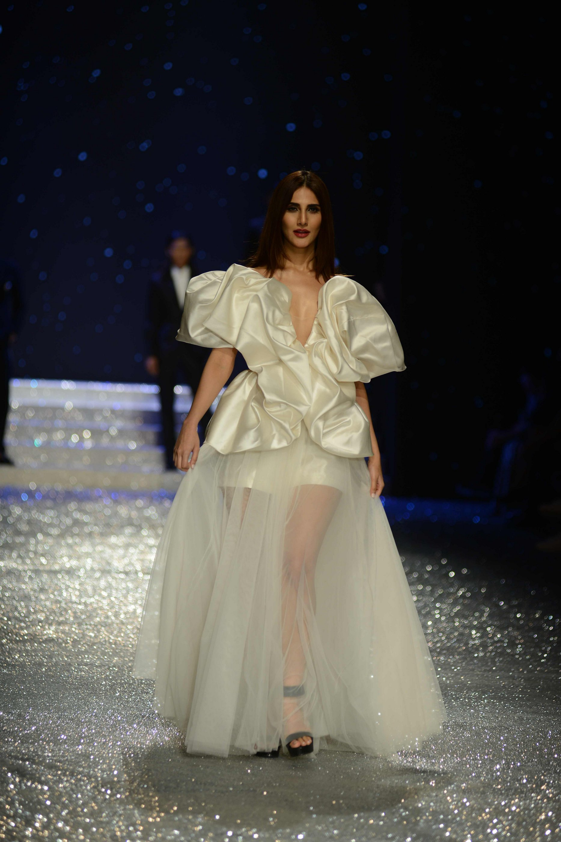 Vaani Kapoor Set The Ramp On Fire As She Walked For Gauri Nainika Ashish Soni At Aifw 2018