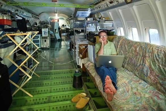 Man Turns Abandoned Boeing 727 Into A House To Make His Dream Of