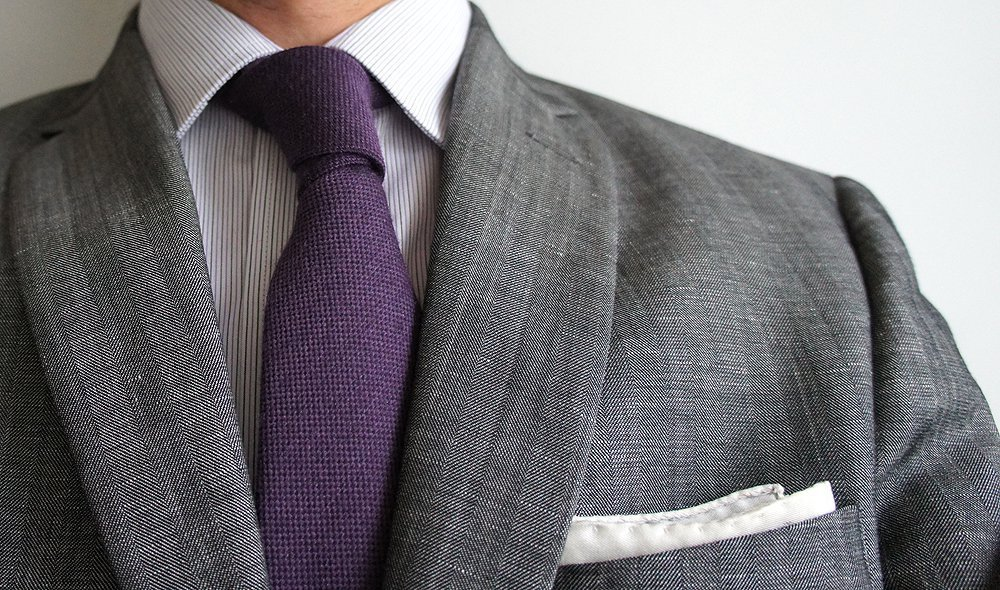 The next time you wear a tie follow these dos donts to make sure people with shorter necks its also slightly more casual than a windsor so it works well for a post work get together check out how to tie one here ccuart Gallery