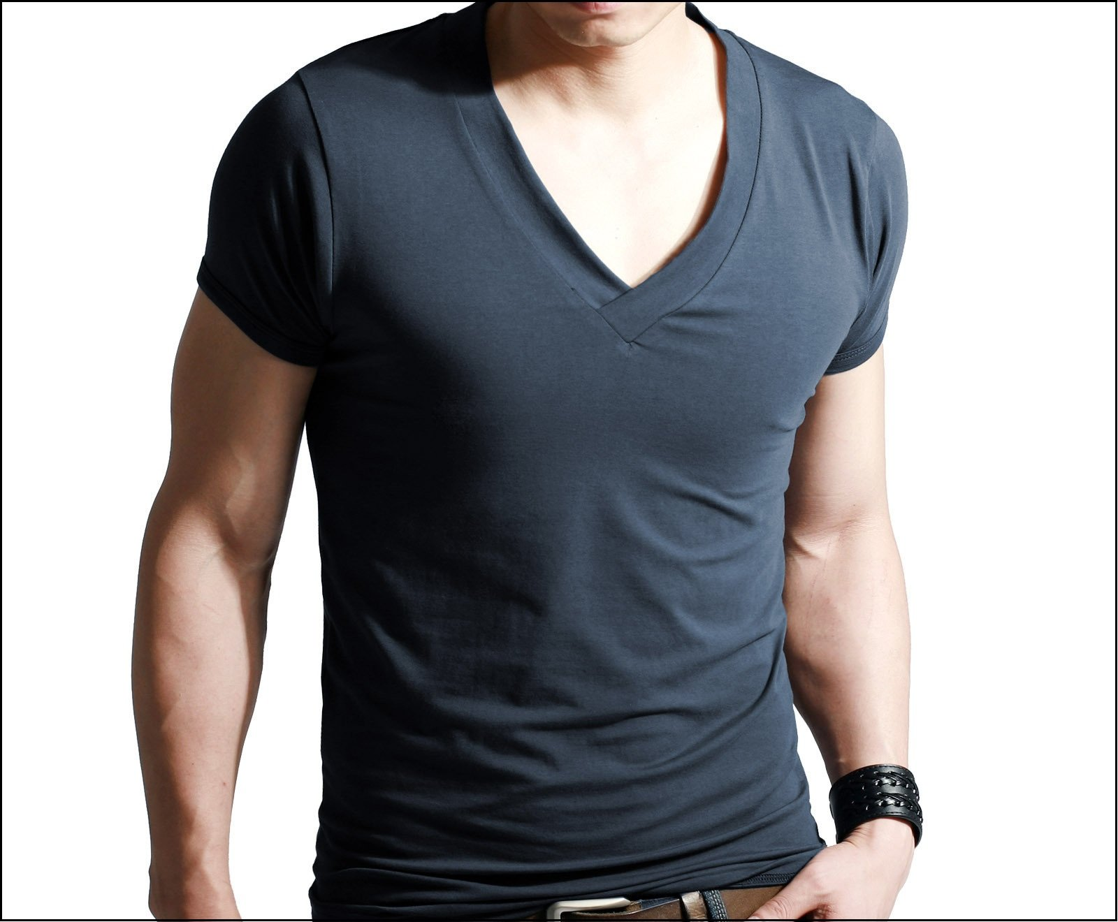 finest selection 6fb24 f0c52 I'm A Guy Who Prefers Wearing V-Neck T-Shirts & I Don't Get ...