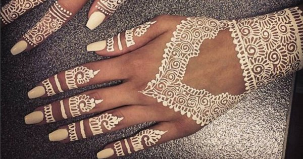 White Mehndi Tattoo : This new henna trend will make you ditch the traditional