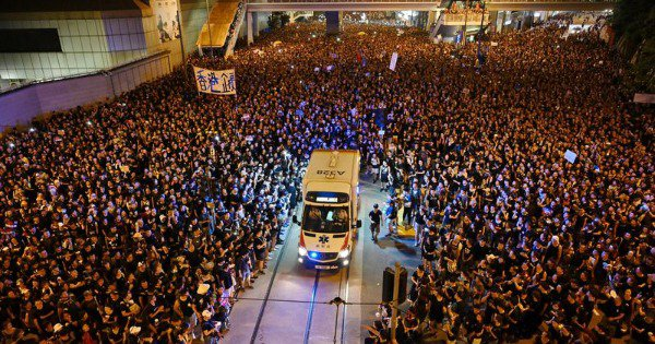 Internet Lauds Hong Kong Protesters After They Peacefully Paved The Way For An Ambulance