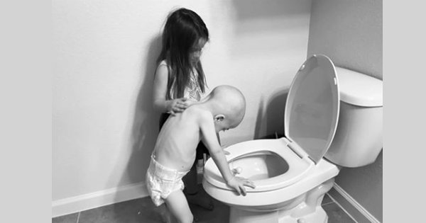 This Heartwarming Pic Of A Girl Comforting Her Brother With Leukemia Will Touch Your Soul