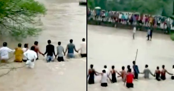 Indore Locals Form A Human Chain To Rescue People Who Were Washed Away In Overflowing Stream