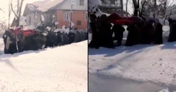 Army Jawans Walked For 4 Hours In Waist-Deep Snow Carrying A Pregnant Woman To Hospital