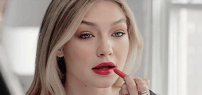 5 Mistakes You Might Be Making When Applying Lipstick