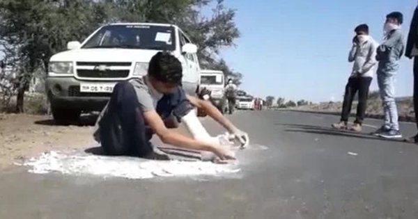 Migrant Worker Removes Plaster From Fractured Leg So He Could Walk 240 Kms To Reach Home