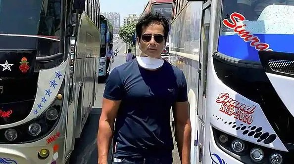 Sonu Sood with buses for migrants