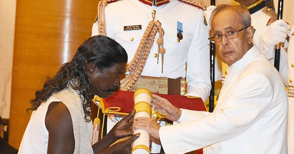 Here's The Story Of 'Haldhar Nag', Who Received His Padma Shri Barefoot Wearing 'Gamcha' and 'Dhoti'